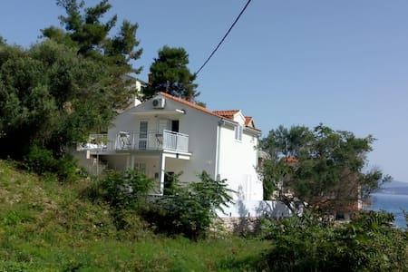 Holiday place, Donja Krušica otok Šolta,by the sea