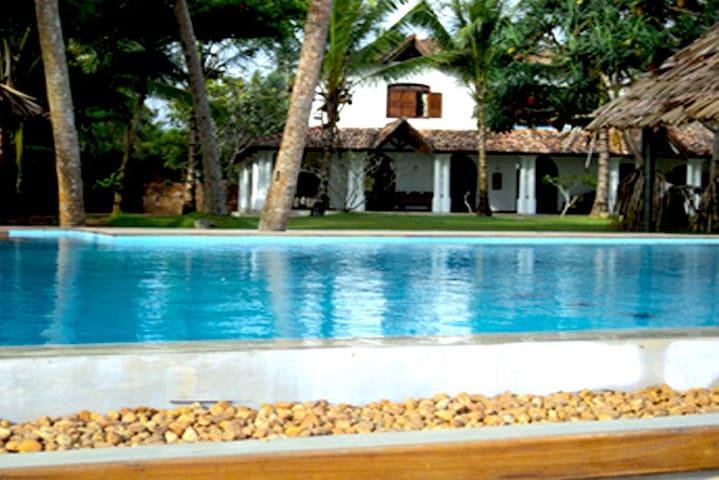 4 Bedroom Beach Villa With Pool - Unawatuna - Vila
