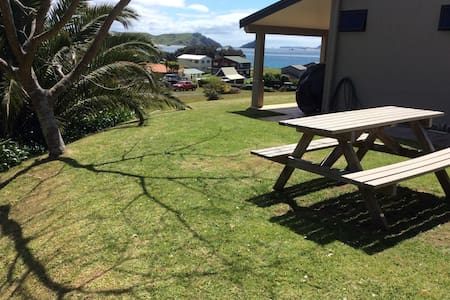 Self contained beach retreat - Opito Bay - バンガロー