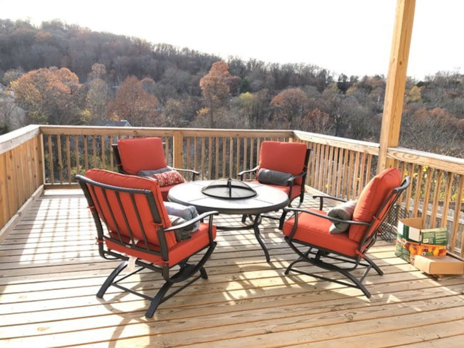 """Now THIS is what it is all about! Welcome to the great """"Woodlands Lodge"""" in Nashville, TN. Can you beat that view? **Not pictured is a grill that you can use**"""