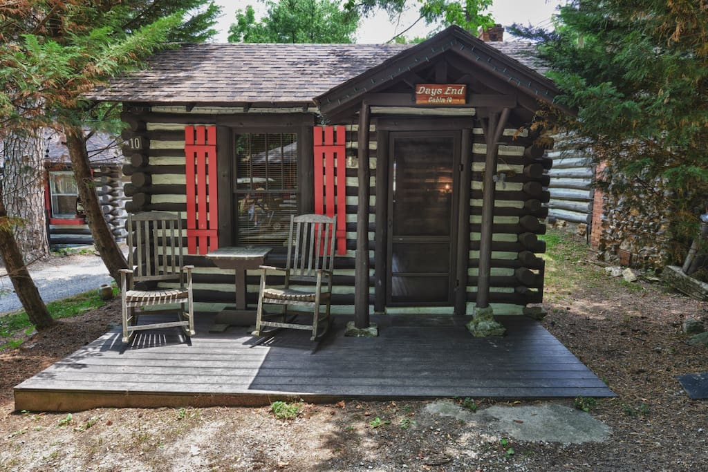 Our pet free cabin - no pets permitted.