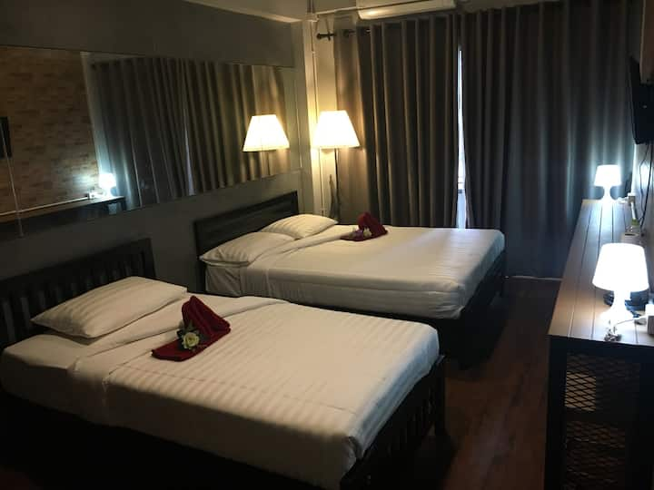 Ratchada Triple Room with Private shower