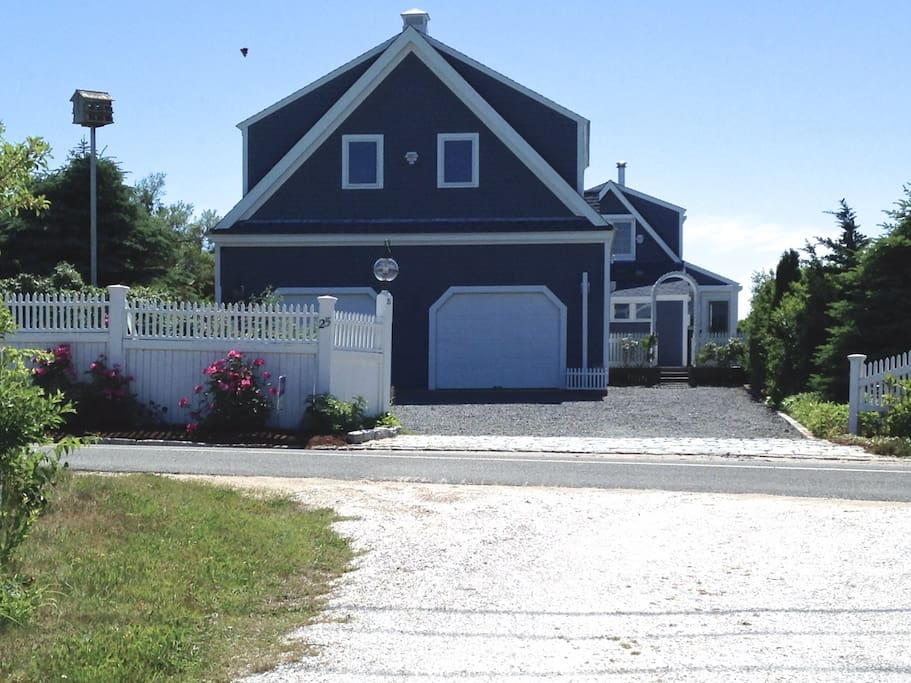 Spacious 6 bedroom home on Bay View Road.