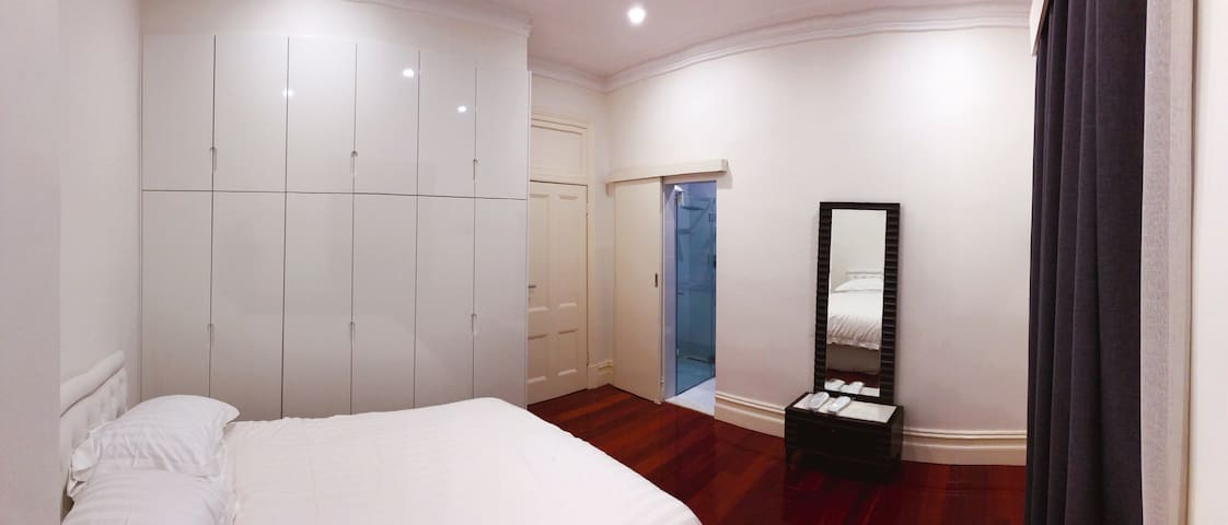Queen Bed with Private Bathroom Ensuite (D)