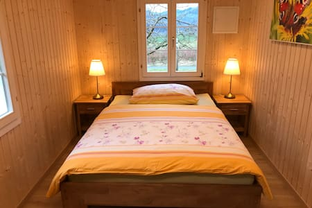 Romantisches Bienenhaus im Grünen