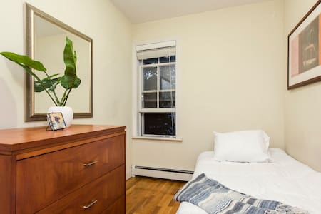 Furnished room in Alewife