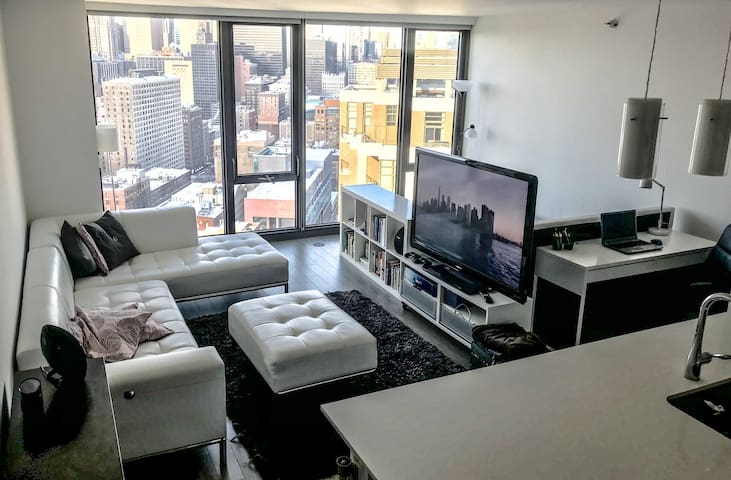 ❤ Instagram worthy view! Luxury High-rise Downtown