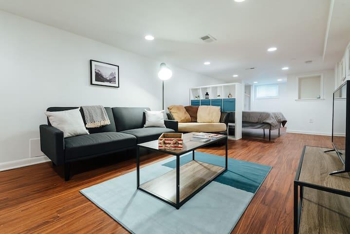 Cozy Apartment 5 min Walk to Metro