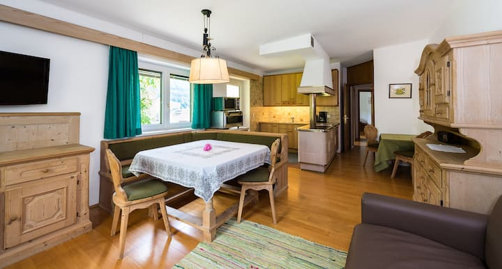 """Charming """"Mini Chalet Rondula"""" with Mountain View, Wi-Fi, Garden & Terrace; Parking Available"""