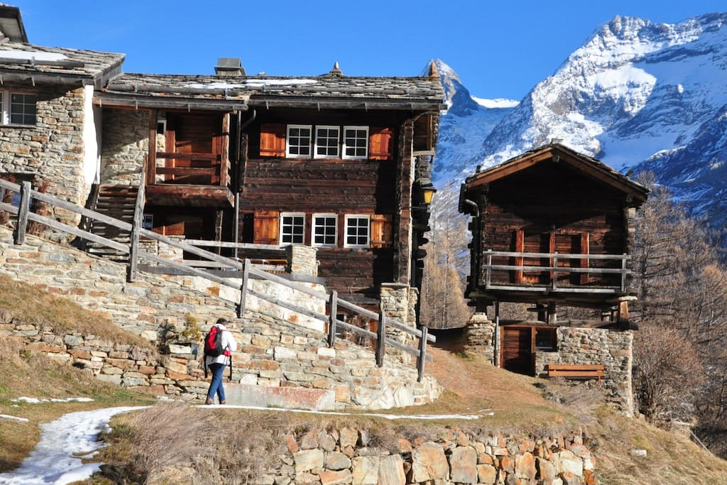 Access to Chalet