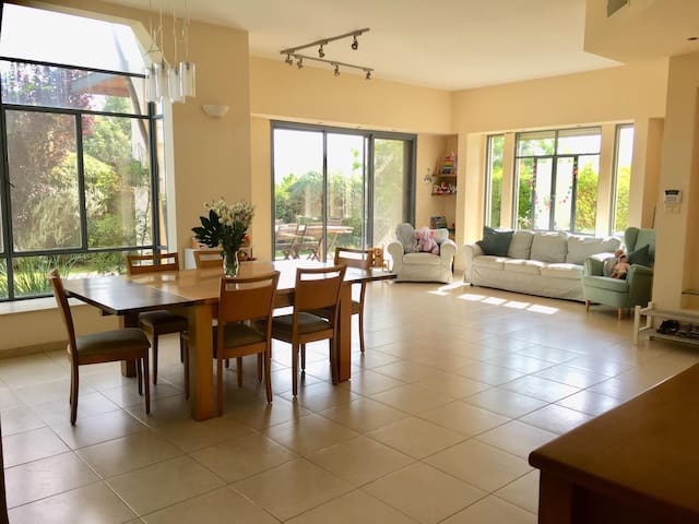 Perfect house for family with kids in zichron!