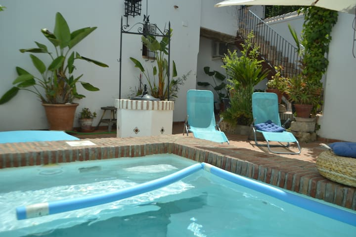 Bajo en el Albaicin con piscina, Alhambra cerca!