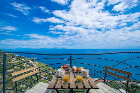 Amalfi Coast Mareblu