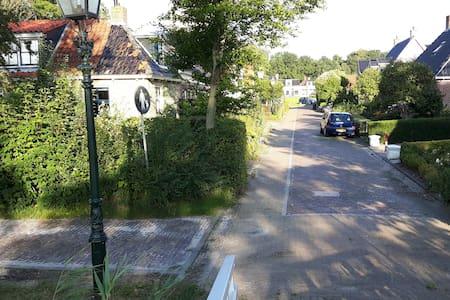 Dronrijp  (10 km.van Leeuwarden)