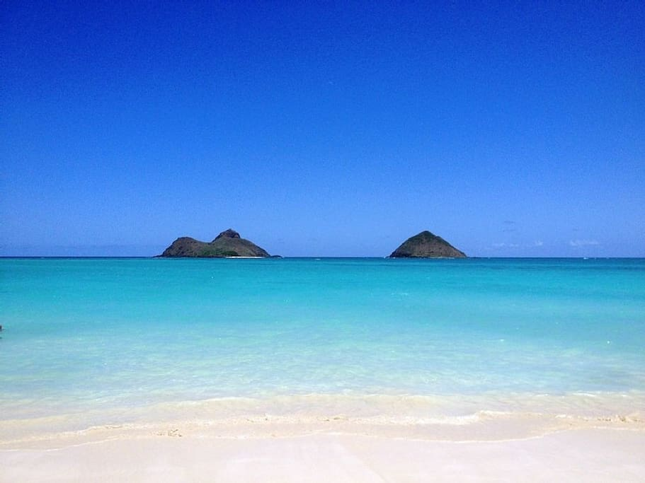 Lanikai's majestic Mokulua Islands are both clearly visible from the house.