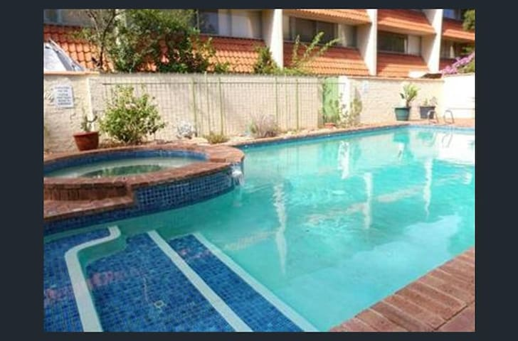 Nice fully equipped 1 br unit in Shenton park - Shenton Park - Apartment