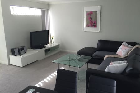 As new upper floor apartment - Hamersley - Byt