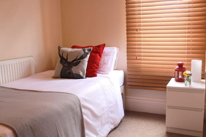 Beautiful & cozy single room in Nottingham - West Bridgford - Apartament