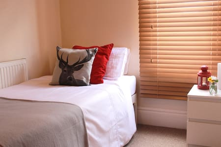 Beautiful & cozy single room in Nottingham - West Bridgford