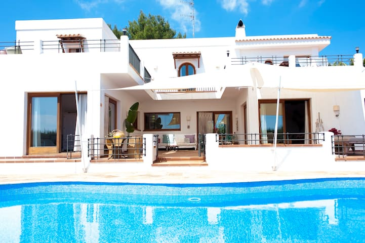 7 bedroom FAMILY VILLA  with pool, close to beach