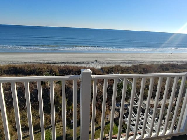 Beautiful Ocean Front Condo. 6 Large Bedrooms, Game room with Pool table!