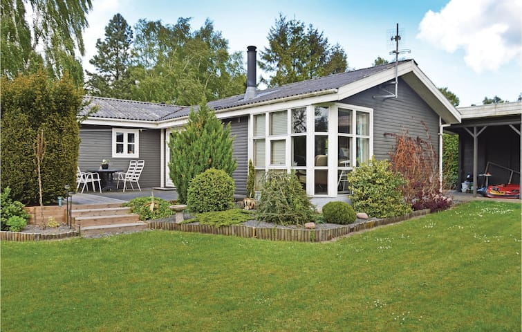 Holiday cottage with 2 bedrooms on 89 m² in Fårvang