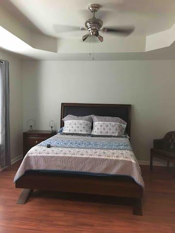 Large cozy bedroom w/ private bathroom