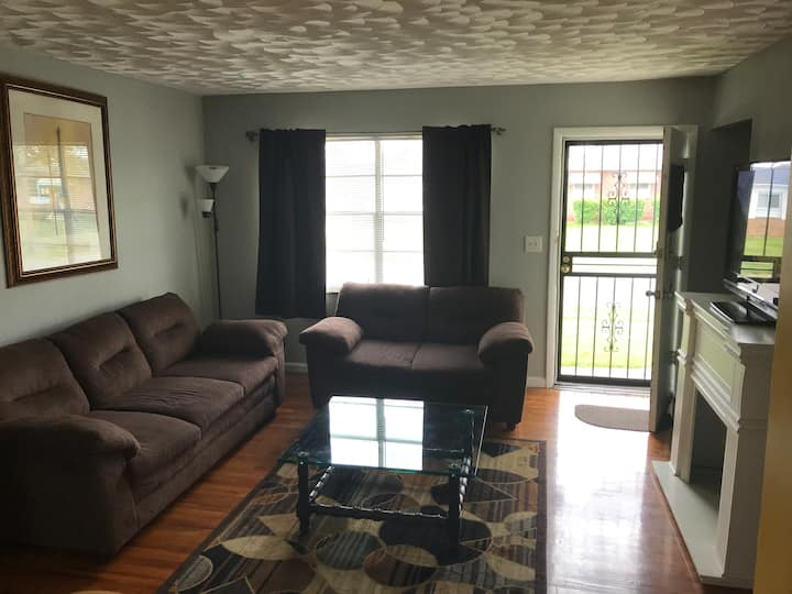 3 Bdrm Brick Bungalow Mins From Downtown -Airport-