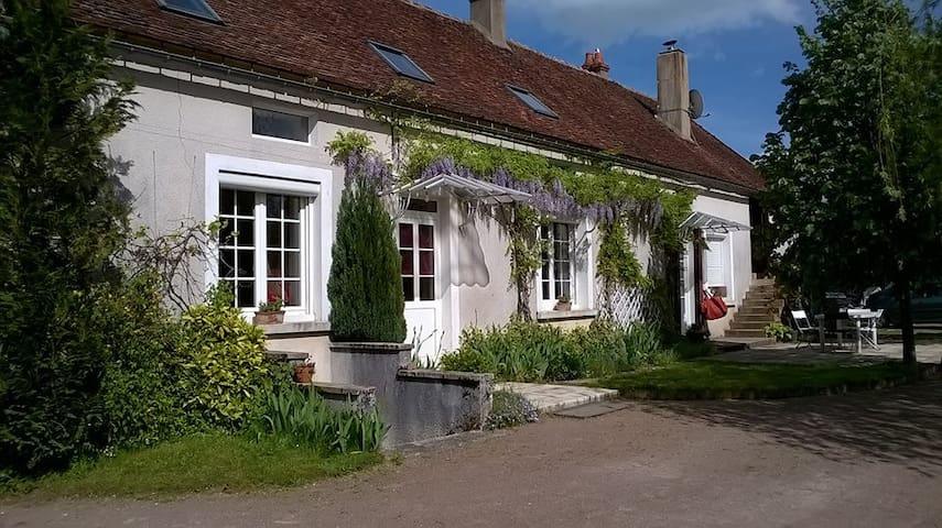 petite chambre à l'orée du Morvan - Cussy-les-Forges - Casa