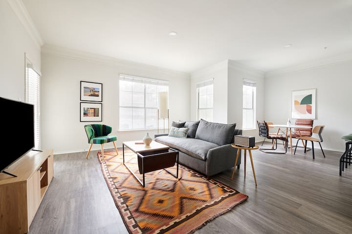 Sonder | South Congress | Bright 1BR + Balcony
