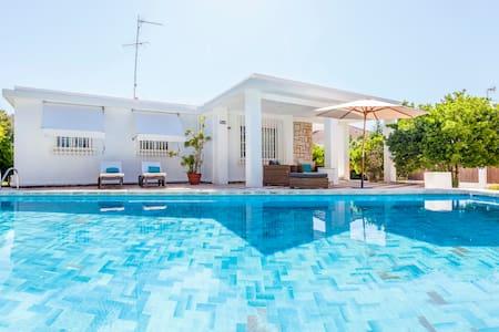 Villa estilo ibicenco cerca de Valencia RELAX