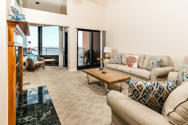 Inviting, Gulf Front Condo w/ Beach Setup Included, Near Entertainment