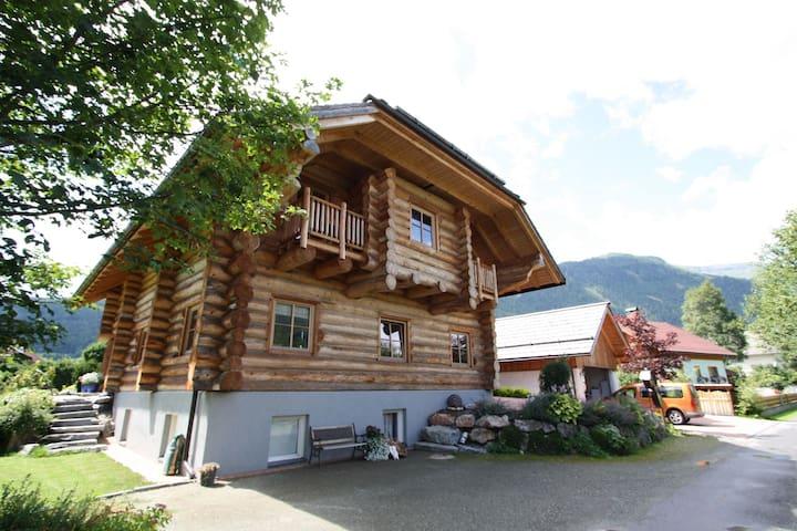 casa de madera único con el wellness, ubicada en el centro de la Lungau