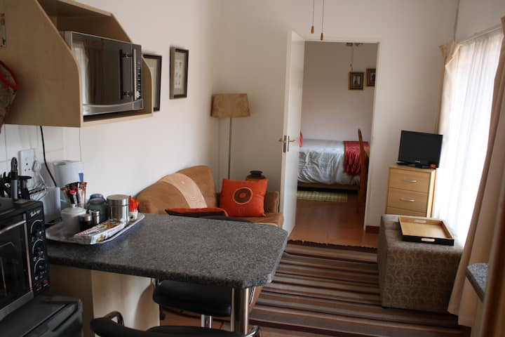 BEDFORDVIEW DOUBLE BED B&B or SELF CATERING.