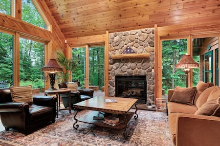 Upscale rural cabin w/lake views, firepit by the lake, magnificent nature views
