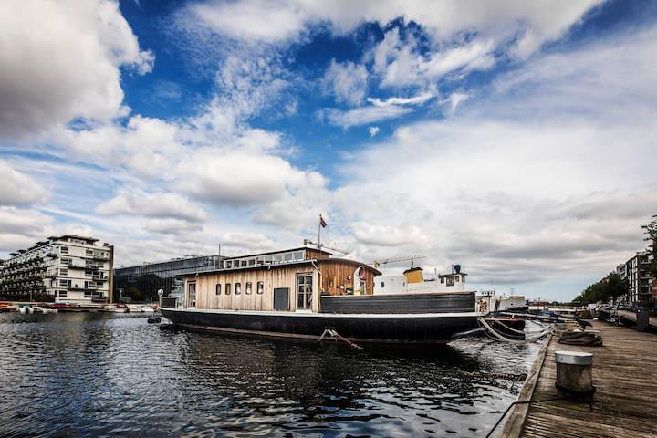 Wonderful houseboat experience