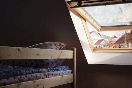 Кровать в женском 8-ми местном номере - Krasnaya Polyana - Hostel