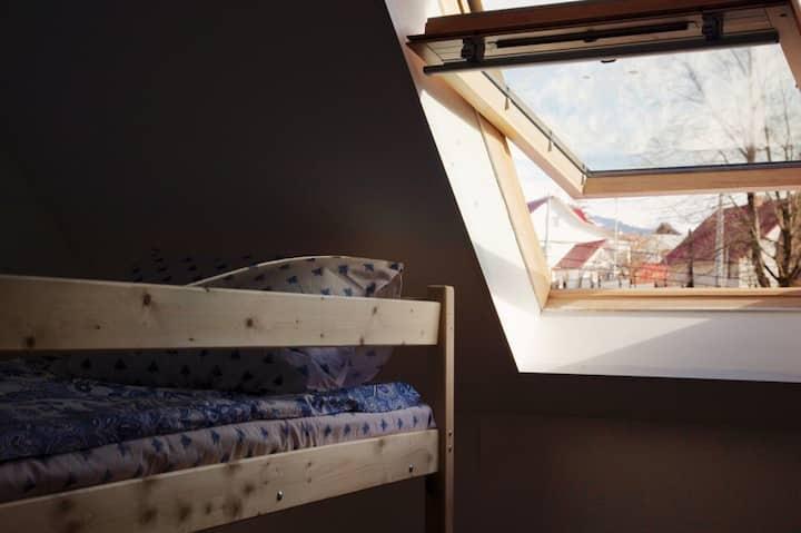 Кровать в женском 8-ми местном номере