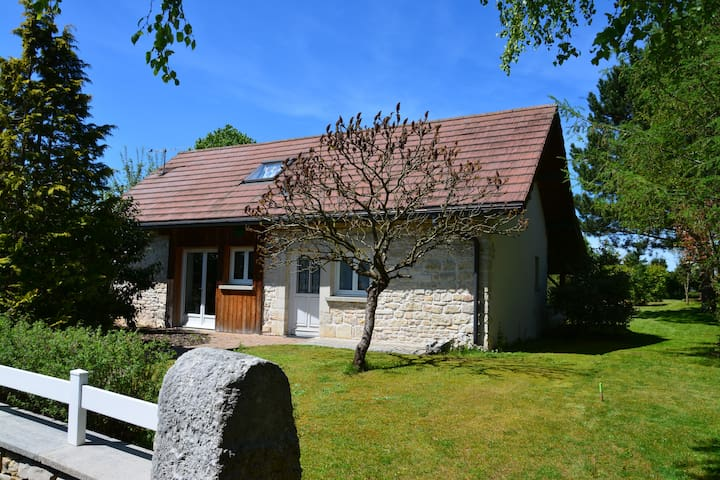 "Charming stone cottage ""La remise"" - Flangebouche - Hus"
