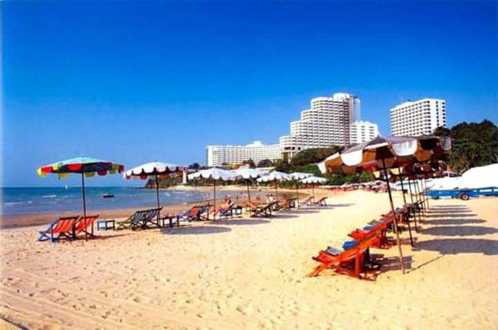 Cosy Beach View 1215