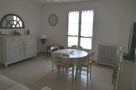 Maison de village traditionnelle provençale