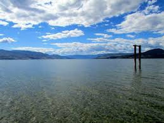 Your own bathroom, steps from lake, canoe, cycles - Kelowna - Hus
