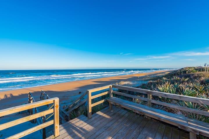 Nice condo on very private beach