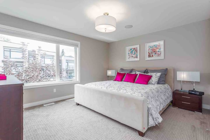"""""""The townhome is lovely! The owners/hosts were very easy to deal with and the place is very well appointed and spacious. Comfortable beds are important to us and the beds/linens did not disappoint."""" - Dawna G"""