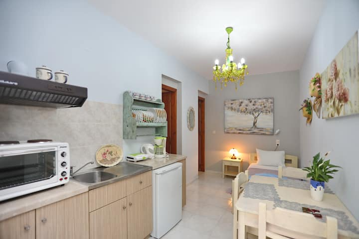 Cottage Apartment (Yianna Cottage Studios)