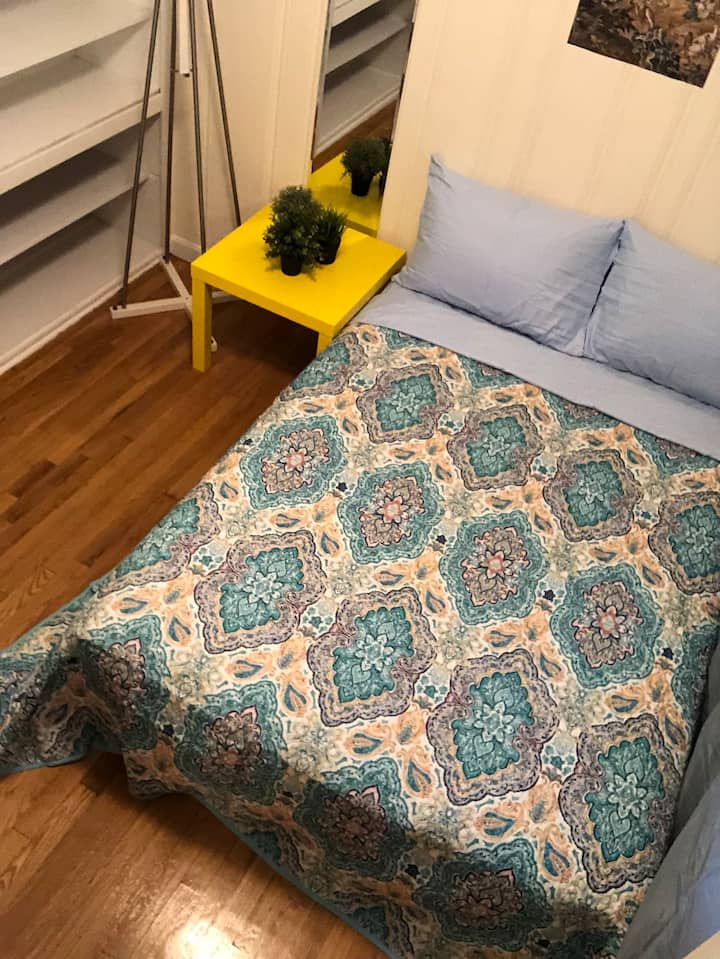 SR/6 COZY SUNNY ROOM 10 MINUTE TO DOWNTOWN BOSTON