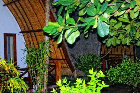 Kokowa Green Lodge - Room - 1 - Mataram