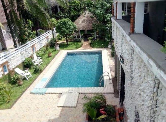 Bel appartement spacieux et sécurisé à Bonapriso