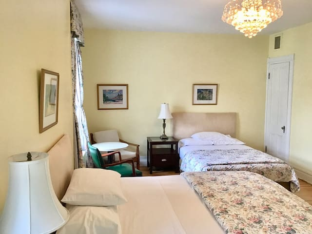 Large private room in Old-Quebec at Maison Tim B&B