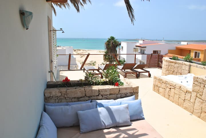 Ca Madeira - Estoril beach apartment with WIFI!